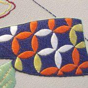 """La broderie japonaise : textile design - Détail du tableau """"Venerable friends"""""""